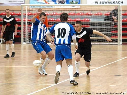 Piłkarski turniej mikołajkowy - Suwałki, hala OSiR - 18 grudnia 2010 #TurniejMikołajkowy #Suwałki #HalaOSiR #PiłkaNożna